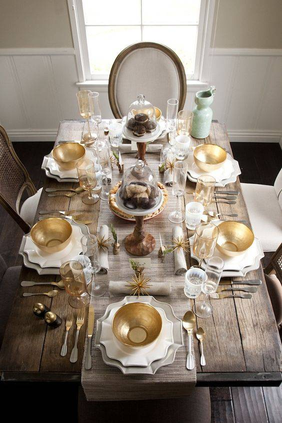5 CHRISTMAS TABLE RUNNERS FOR CHIC HOLIDAY DINING