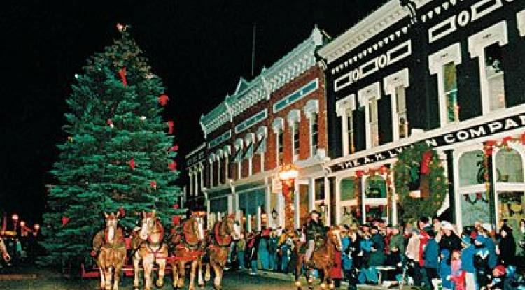 20 CHRISTMAS TRADITIONS  in Different Cities