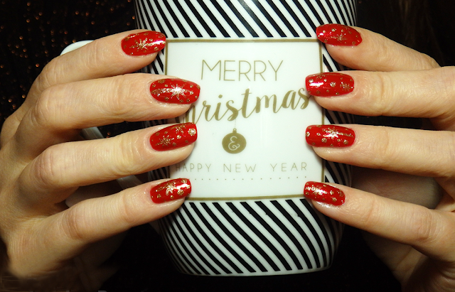 Check Out Cool Nail Designs For This Christmas 2021 Christmas Walls